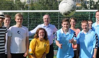 Spendenübergabe beim Fußballturnier